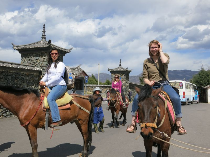 Horse%20Riding%20in%20Lijiang%20Old%20Town,%20Yunan