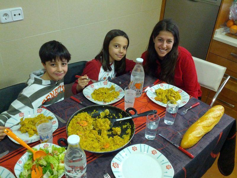 Becca con sus hermanos