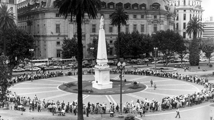 Ronda-Madres-Plaza-Mayo_CLAIMA20120803_0167_19