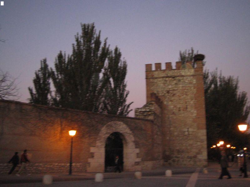 800px-Muralla_de_Alcalá