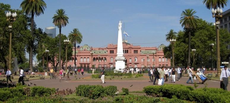 Plaza-de-mayo-3-775x350