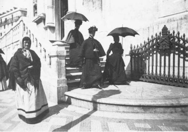 Largo-do-Chiado-1908-Saida-da-Igreja-do-Loreto