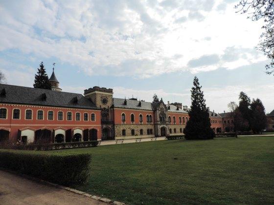 Sychrov-and-valdstejn-castle-2760