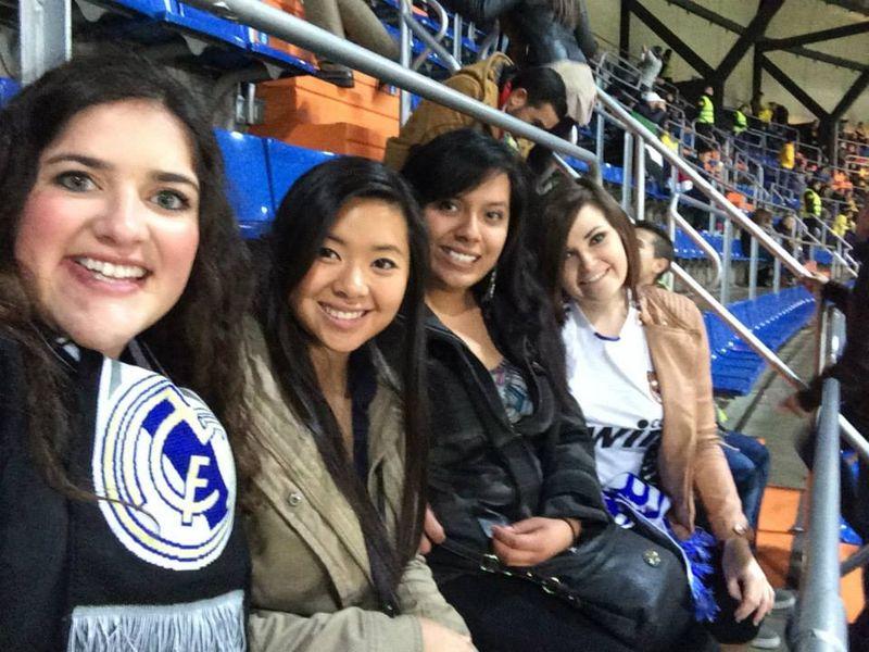 Chicas en el Bernabéu