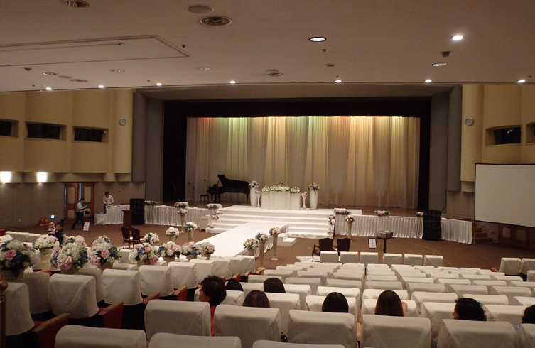 Teach abroad south korea blog teach english in south korea ciee a path stretched from the audience toward the stage and the altar i didnt notice any changes in decoration between one wedding junglespirit Image collections