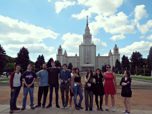 Group photo in fronnt of Moscow State University