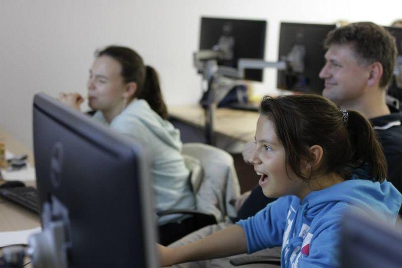 Girl at Computer - Skool