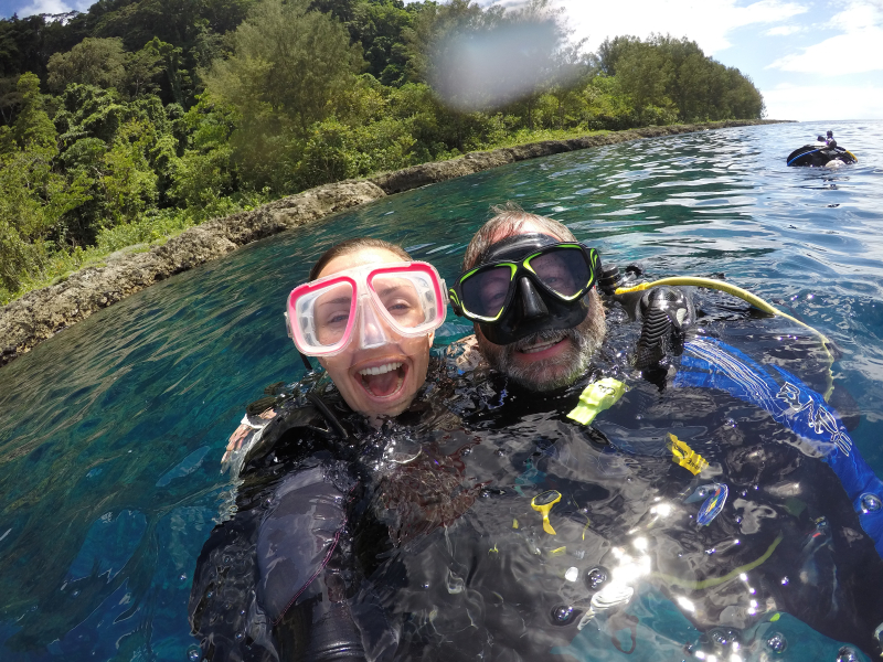 Barracuda Point Jen and Wayne pre dive selfie